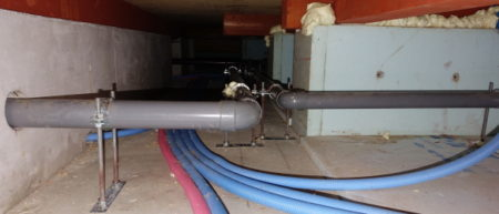 床下排水管