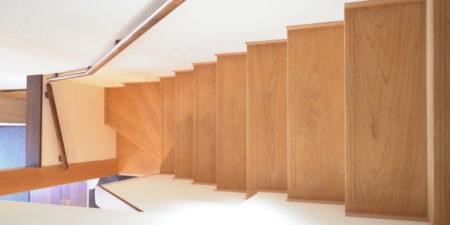 リフォームで段差解消工事と同時にやるべき階段改修